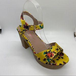 Betsey Johnson platform Statement sandal size 5